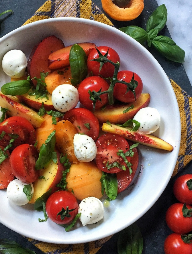 Summer Caprese Salad with Fresh Peaches