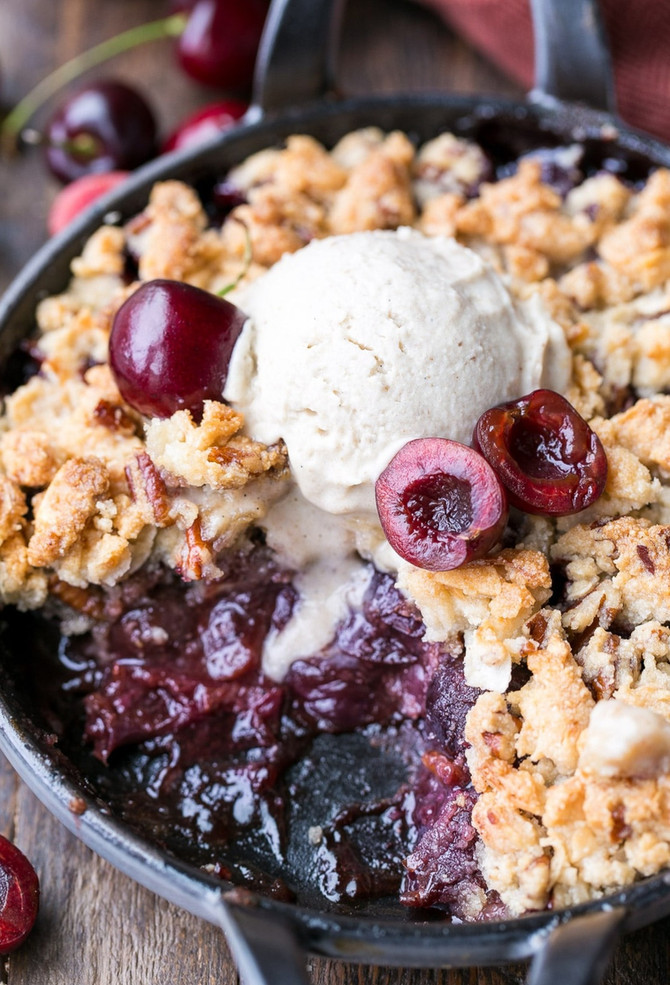Cherry Cobbler with Crumble Topping