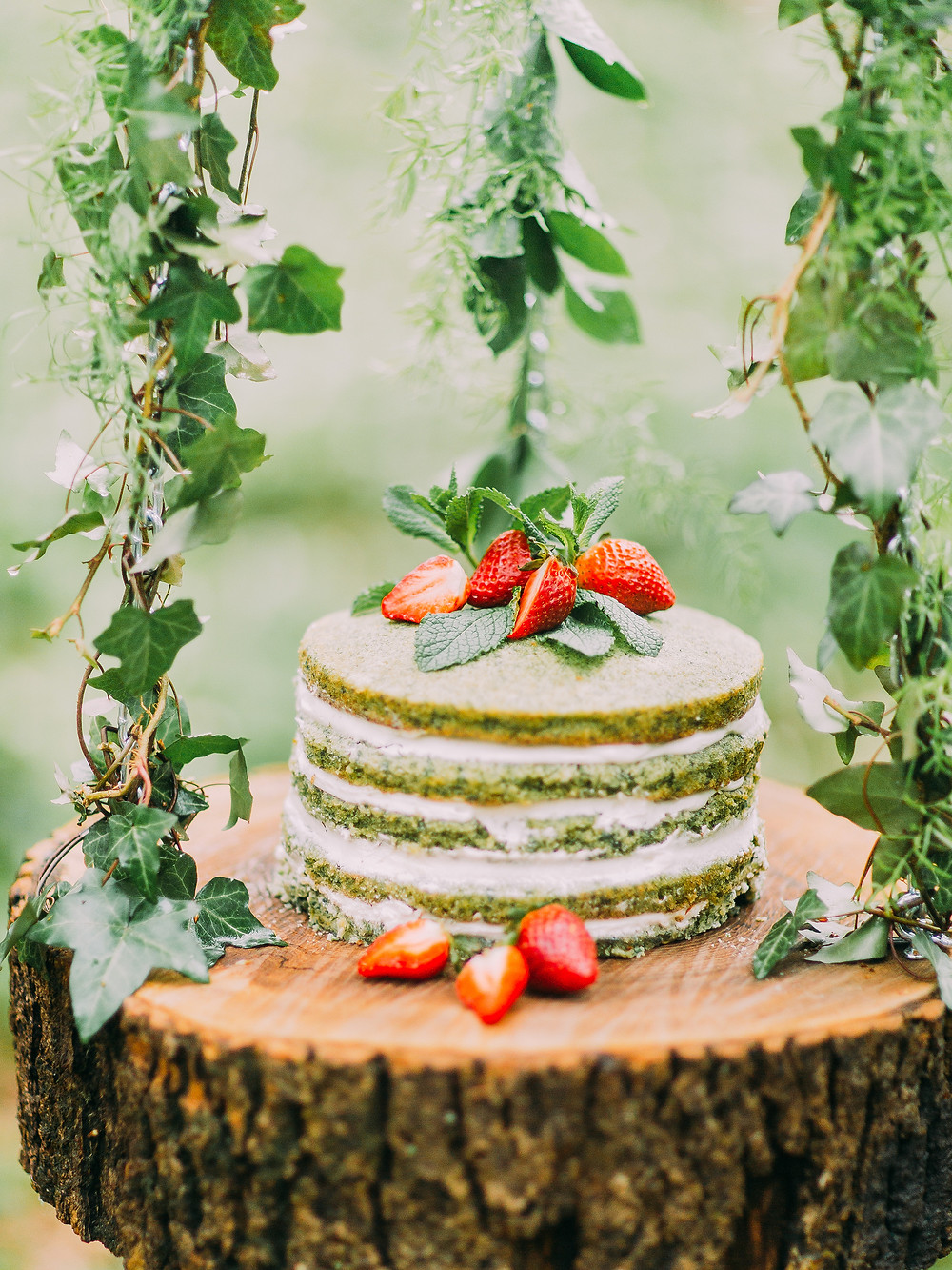Country wedding cake with berries - Our Italian Fairytale