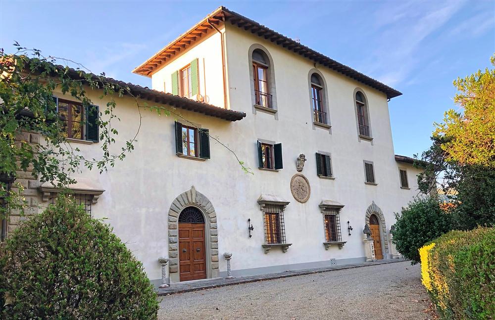 Tuscan wedding venue facade | Our Italian Fairytale