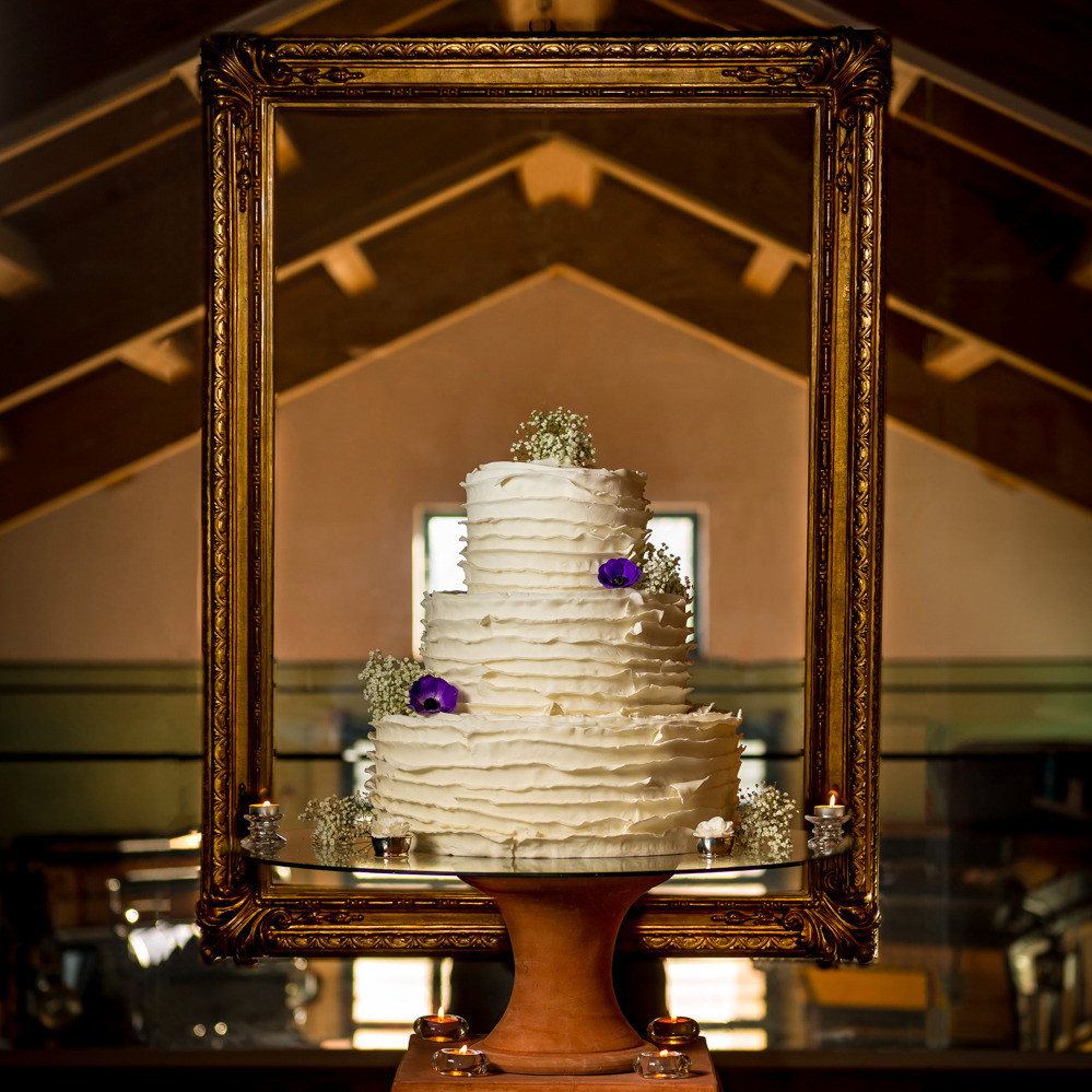 Elegant Vioet Wedding Cake | Our Italian Fairytale | Silvia La Perla