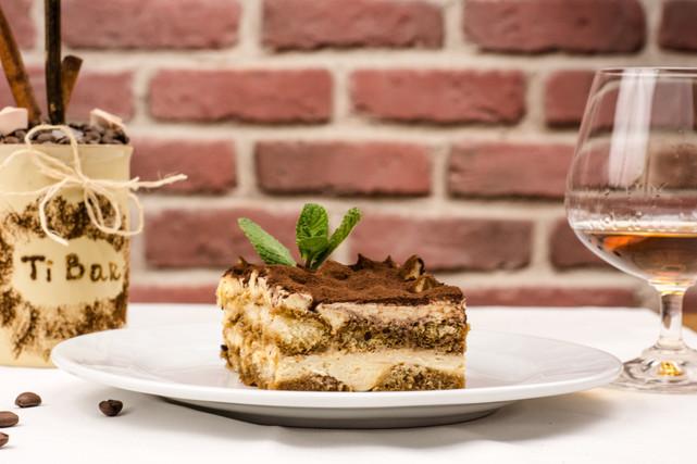 The Best Italian Wedding Idea For Your Dessert Table