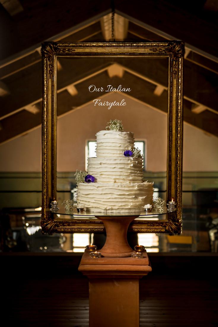 Elegant wedding cake - Our Italian Fairytale