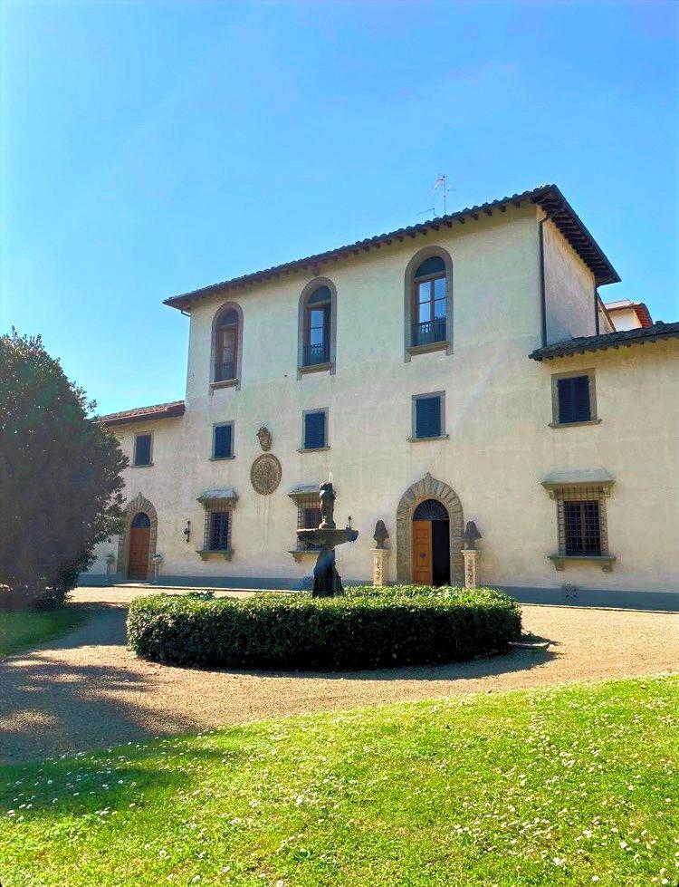 Tuscan wedding villa facade