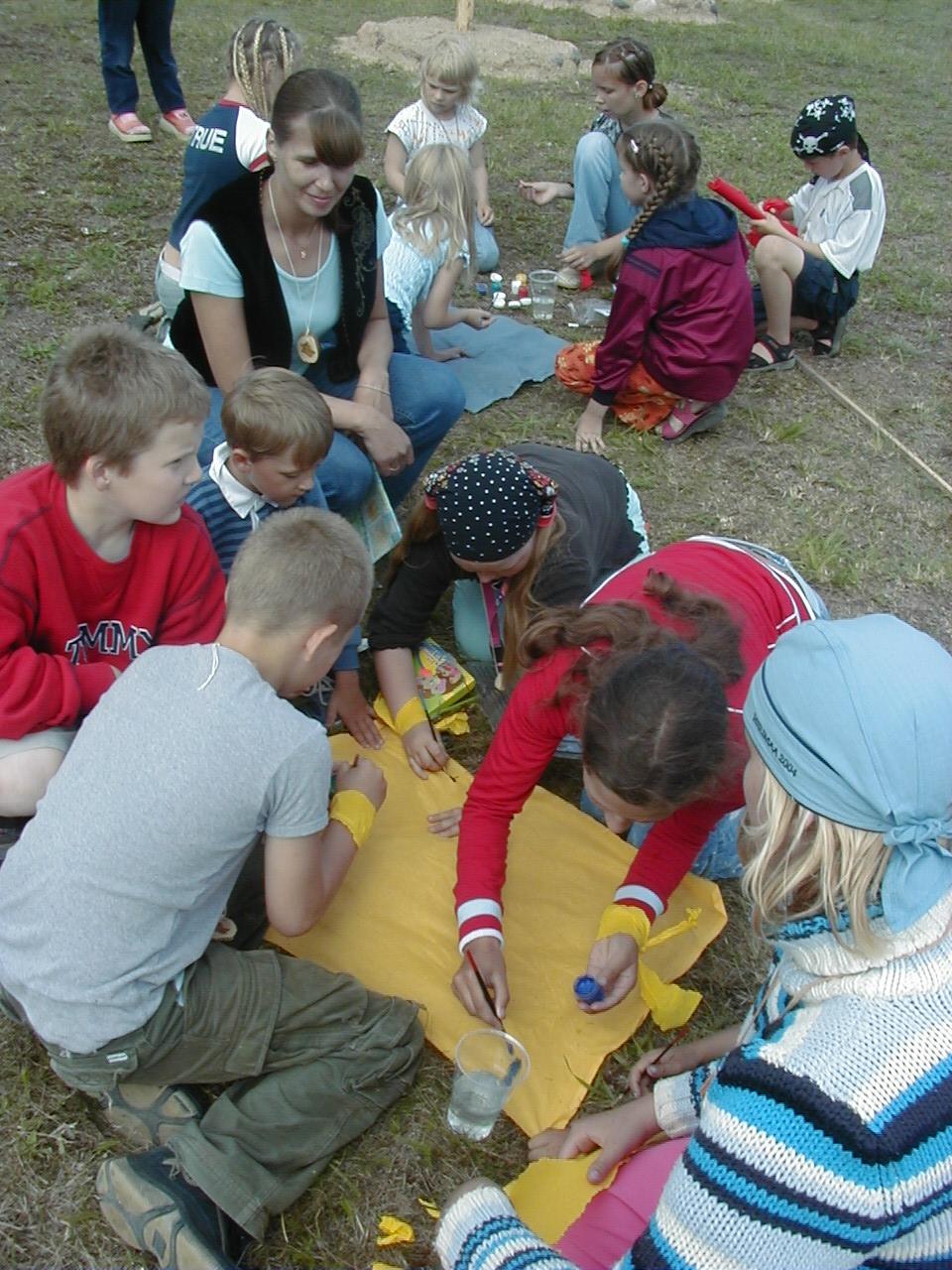 Laste töötuba juhib Maie Rõmmel.JPG