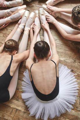 Ballerinas Stretching