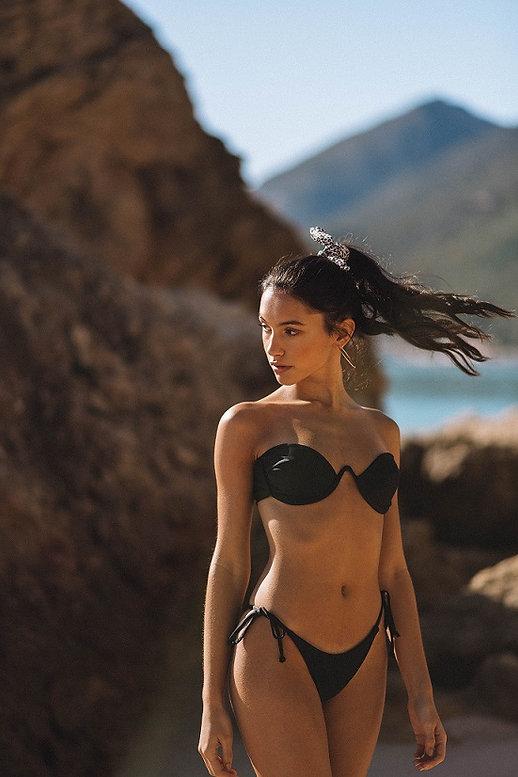 Deserta bikini black.jpg