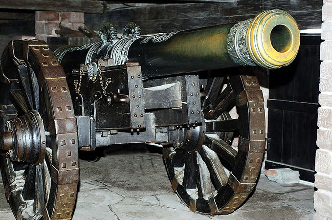 1280px-Cannon,_Château_du_Haut-Koenigsbo