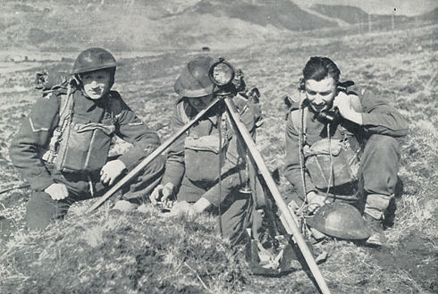 Royal_Artillery_25lb_battery_signallers_