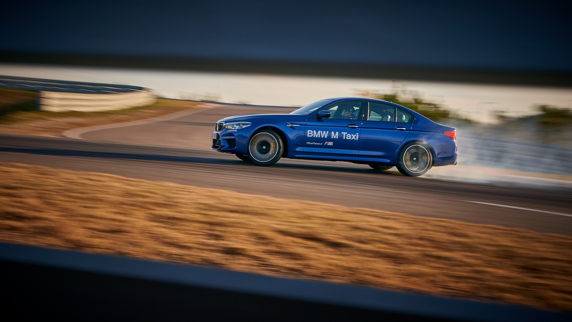 2018. BMW F90 M5 (Driving Center)