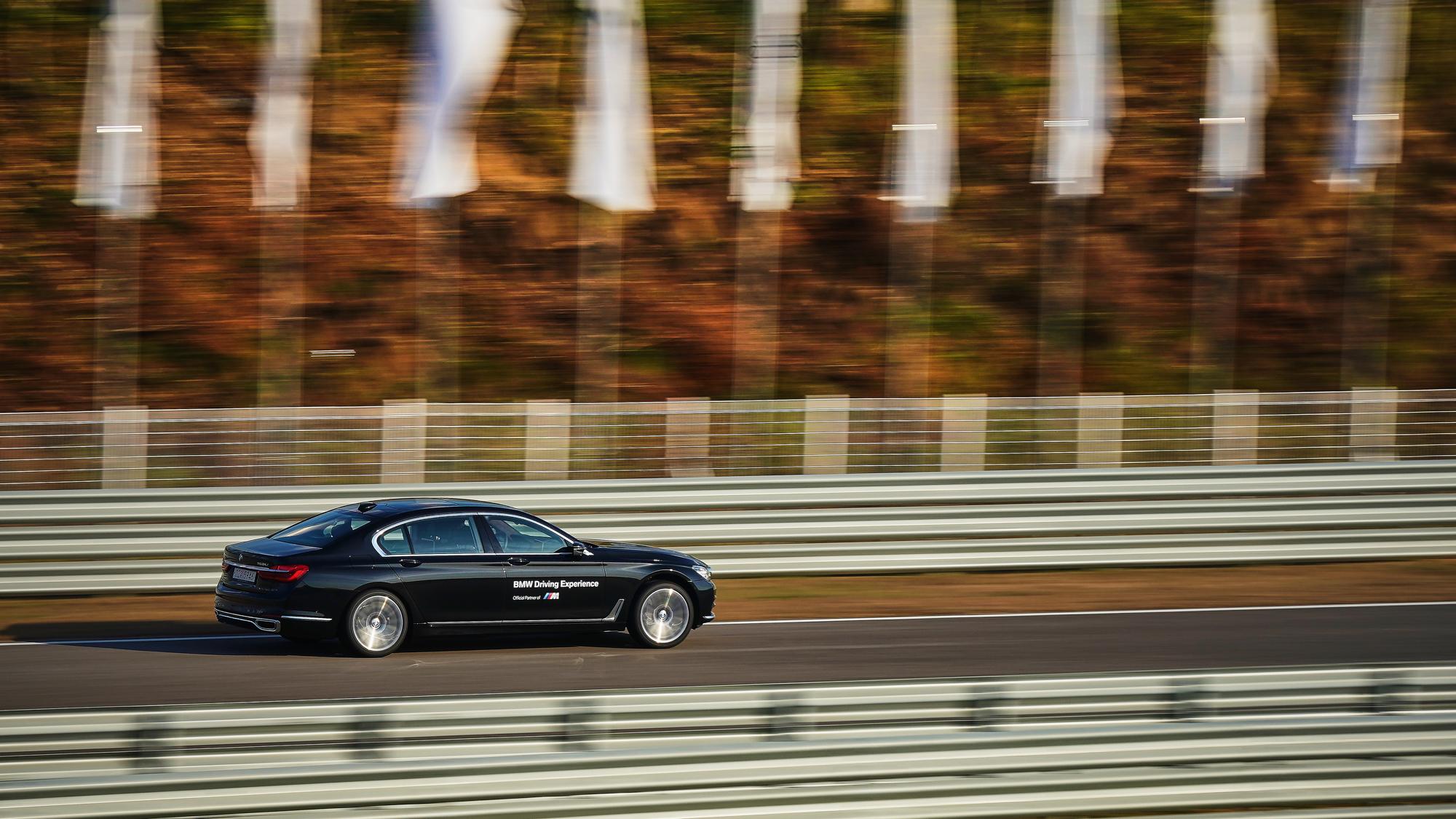 2018. BMW 750LI (Drivng Center)