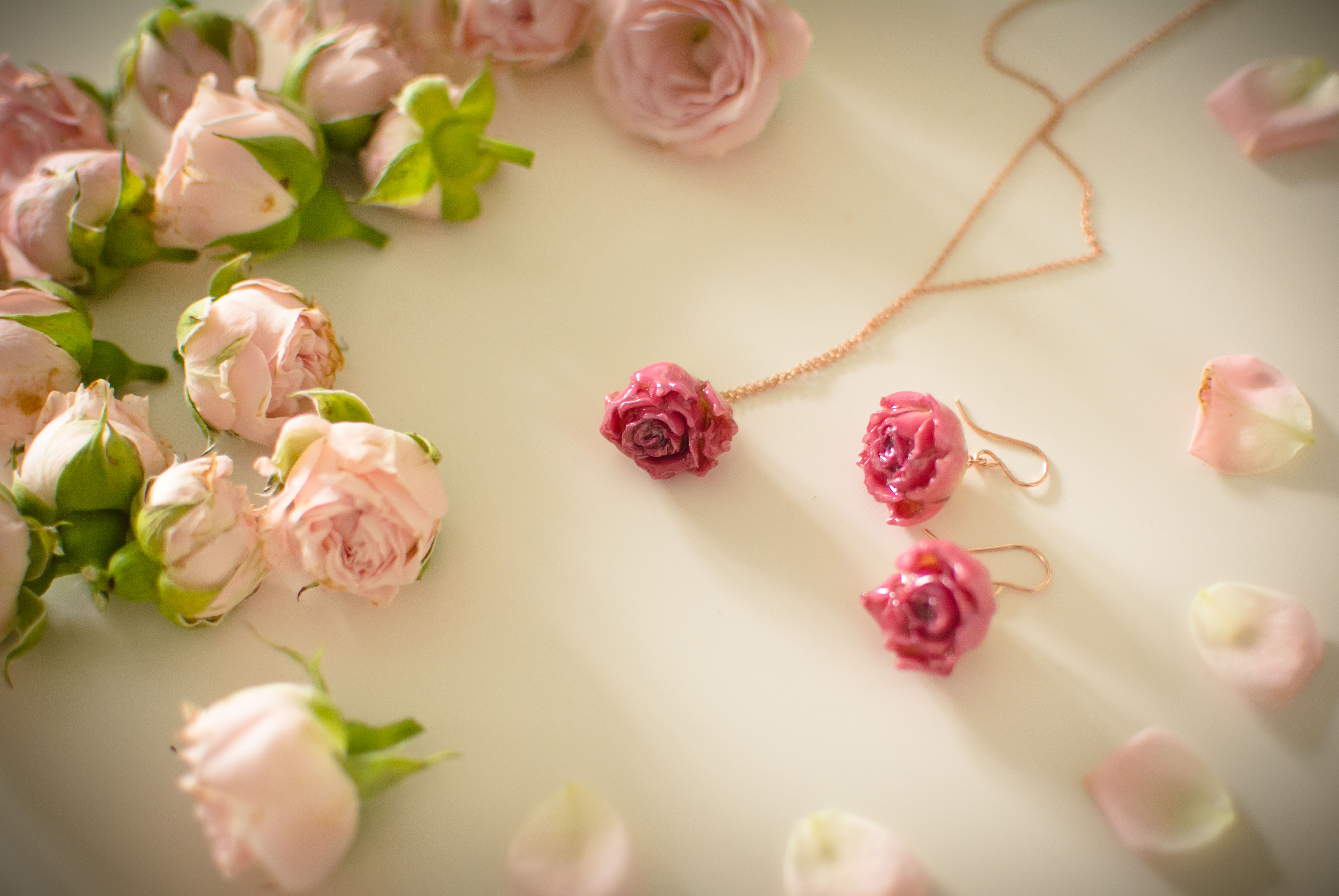 rose earrings and necklace