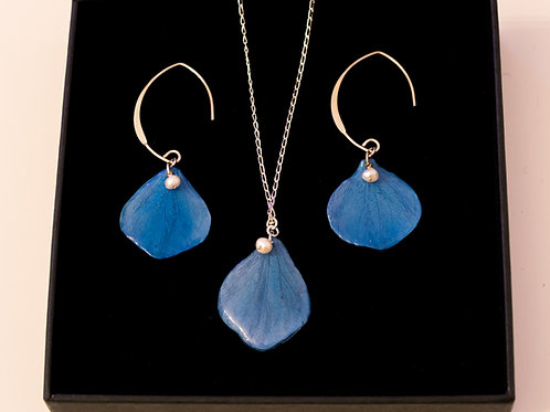 Blue hydrangea petal set