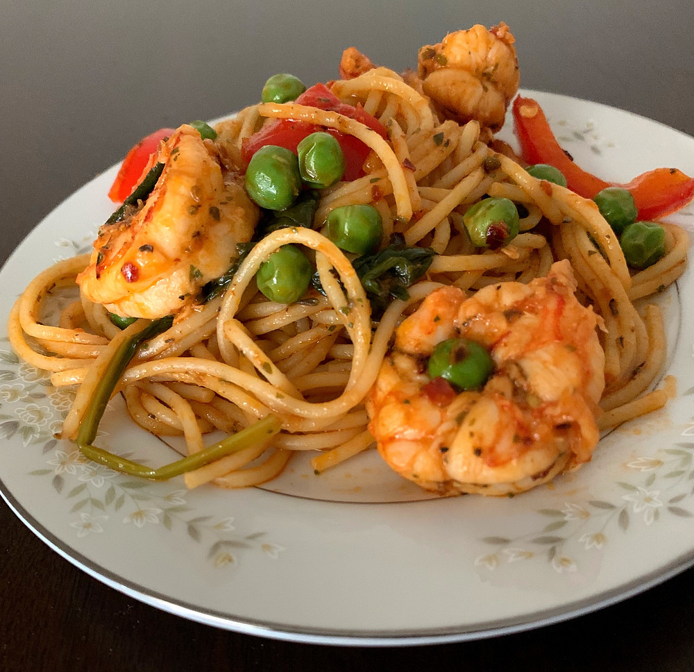 shrimp pasta with peas and red bell pepper