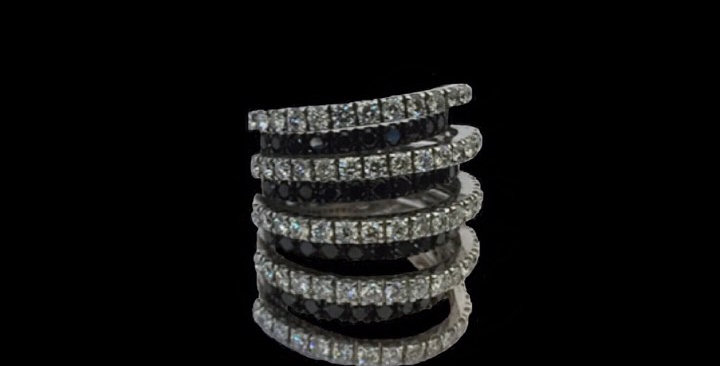 Round Black&White Diamonds Ring