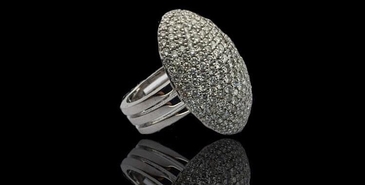 Oval Pavè Diamonds Ring