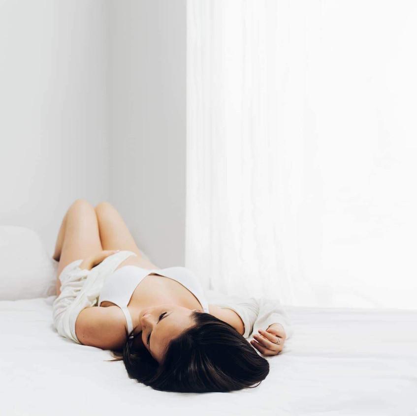 Maternity shoot in white studio