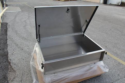 cargo box wLocking Lid