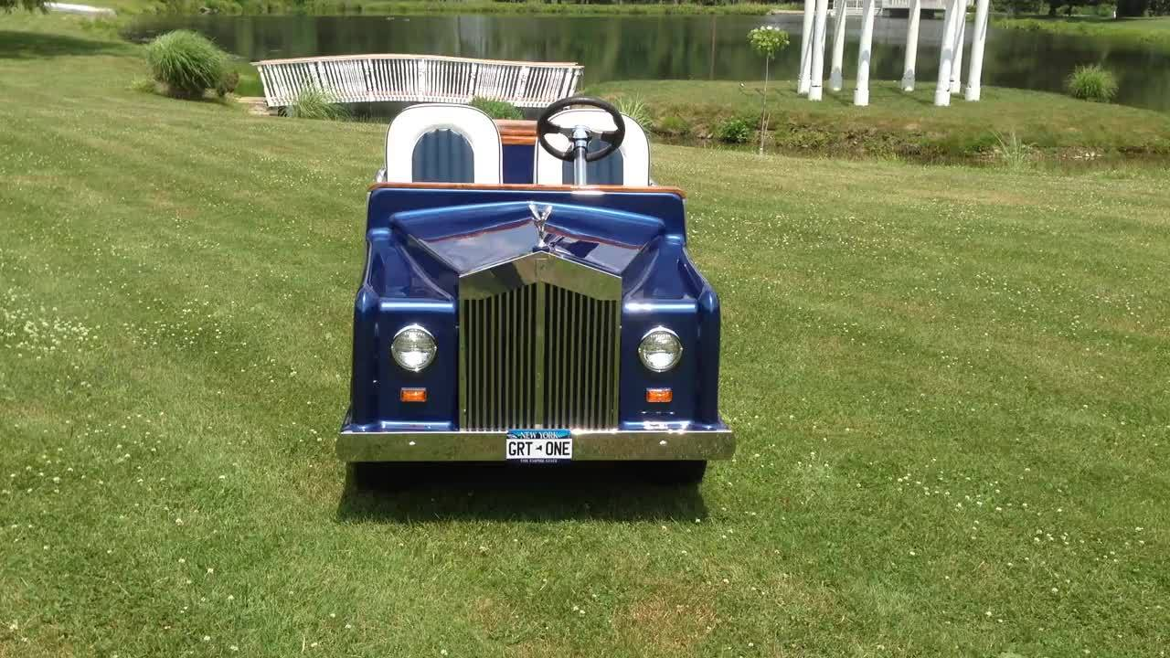 This Rolls Royce built in the late seventies was rebuilt by Orange County Golf Carts and repainted RR blue by Orange County Automotive. Originallybuilt on a Club Car Caroche chassis it is now on a late model IQ DS chassis. The remote controlled bar a