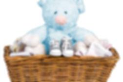 Peluche azul em uma cesta
