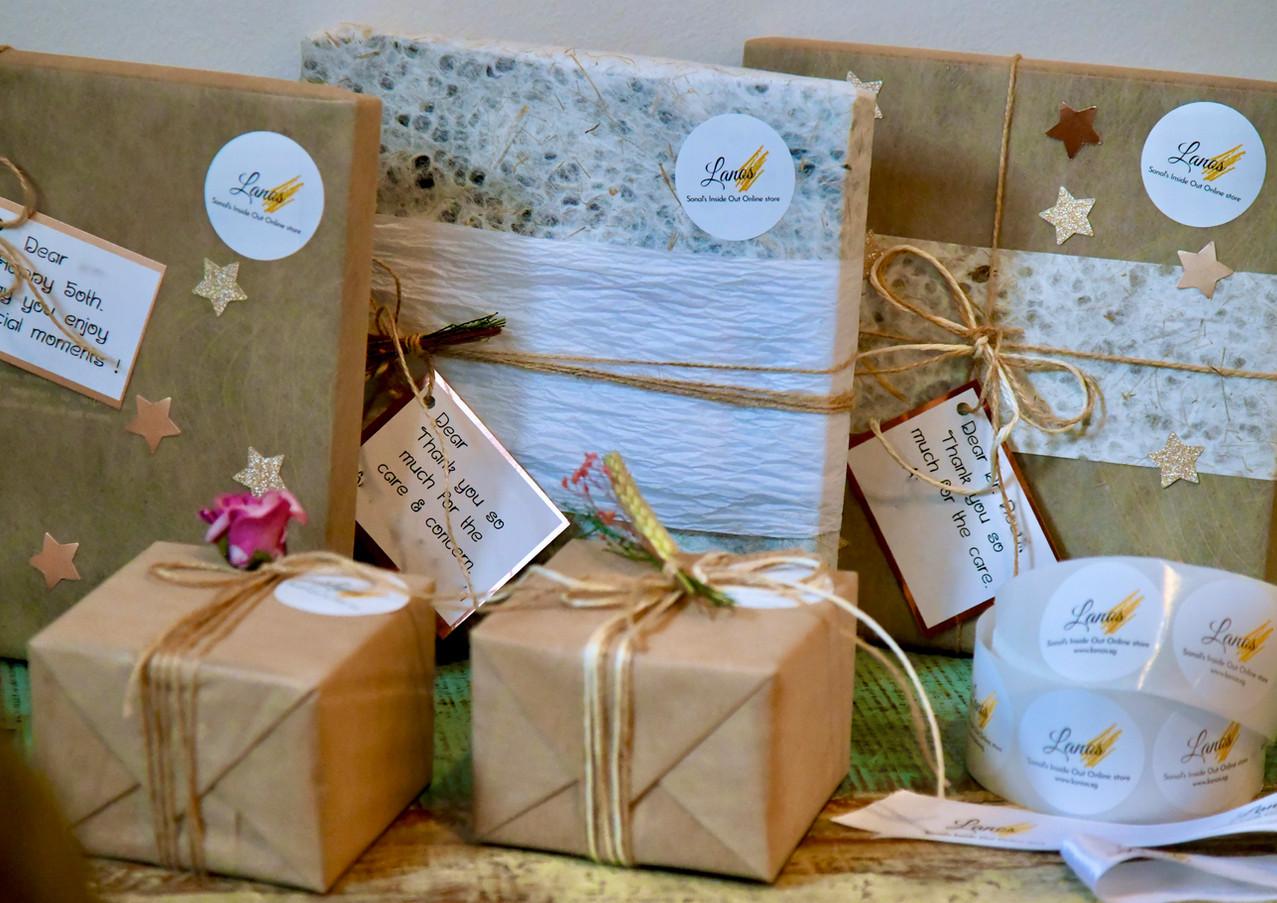 Lanos gift wrapping