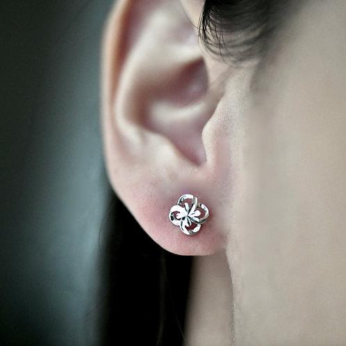 14K White Gold Four-Leaf Clover Earrings