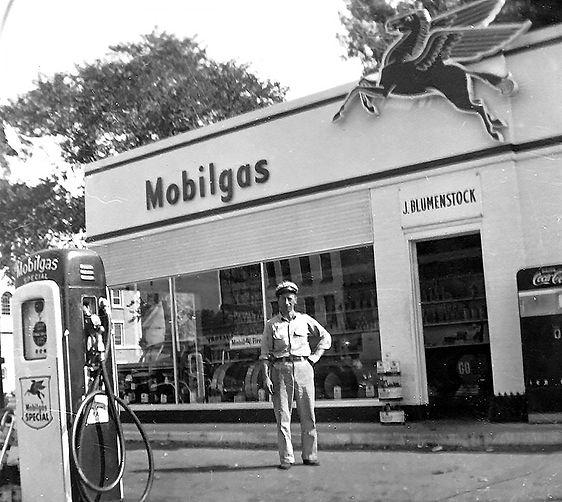 Blumenstocks-Mobil-Gas-Station.jpg