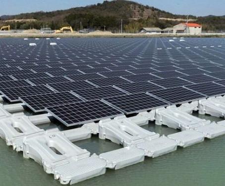El canal de Panamá apuesta por los paneles solares flotantes