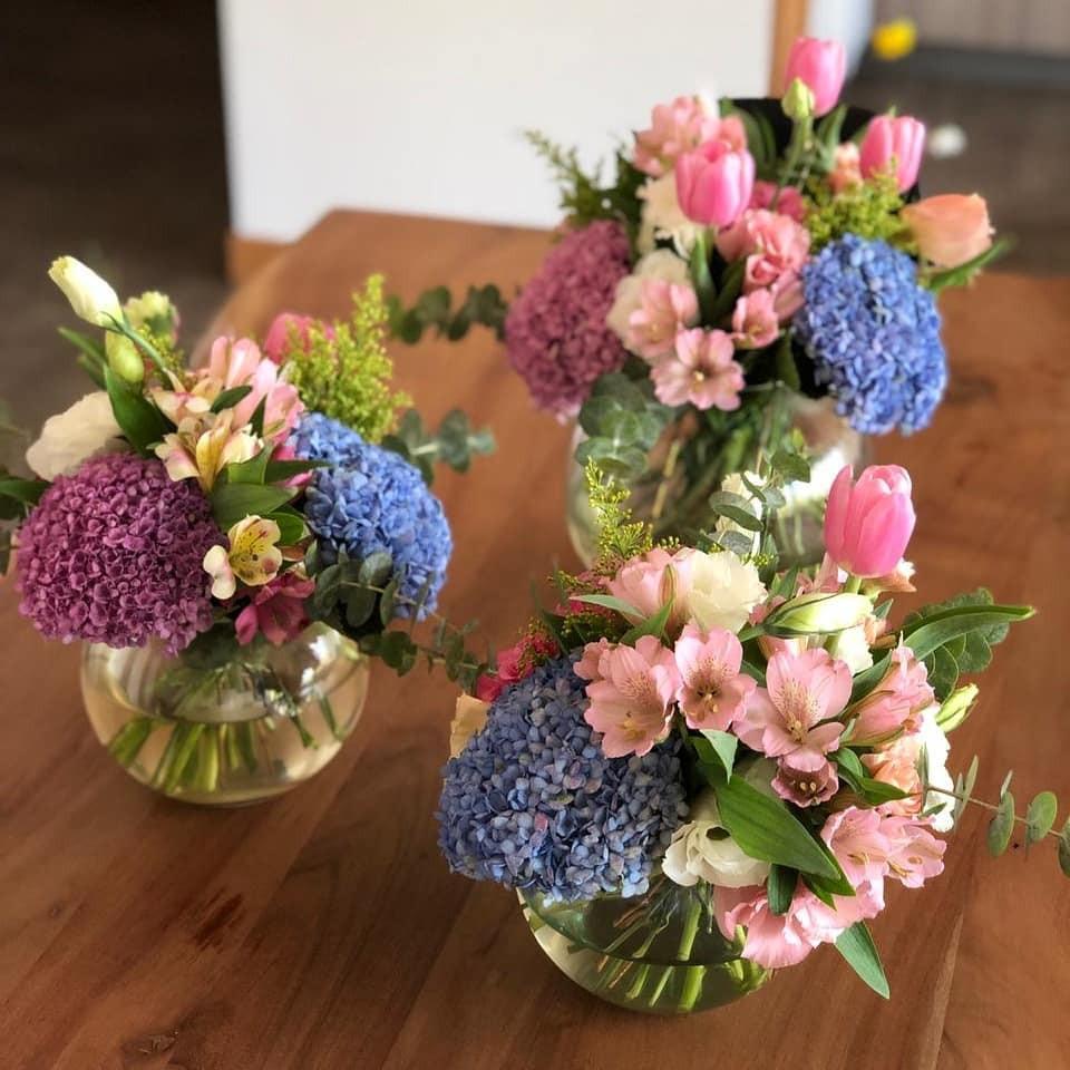 Arreglo floral en pecera