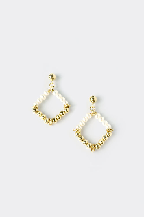 Gold Filled Pearl Earring