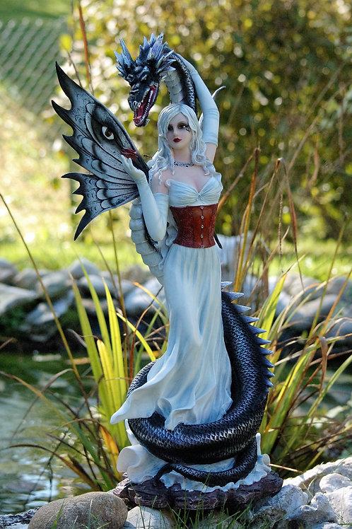 Elvina et son serpent de mer