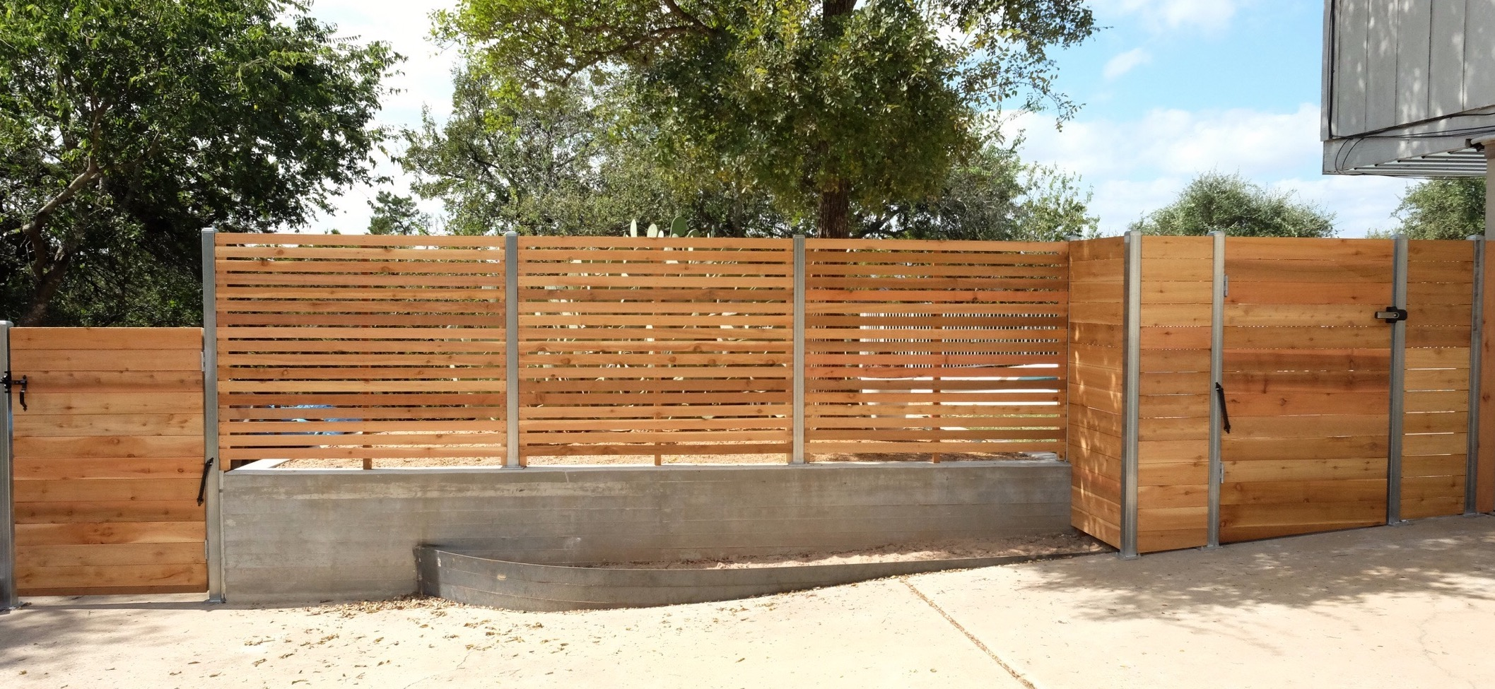 Austin brothers fence company quality fence installation horizontal fence with semi private sections and upgraded square steel post upgrade made by austin brothers fence co baanklon Images