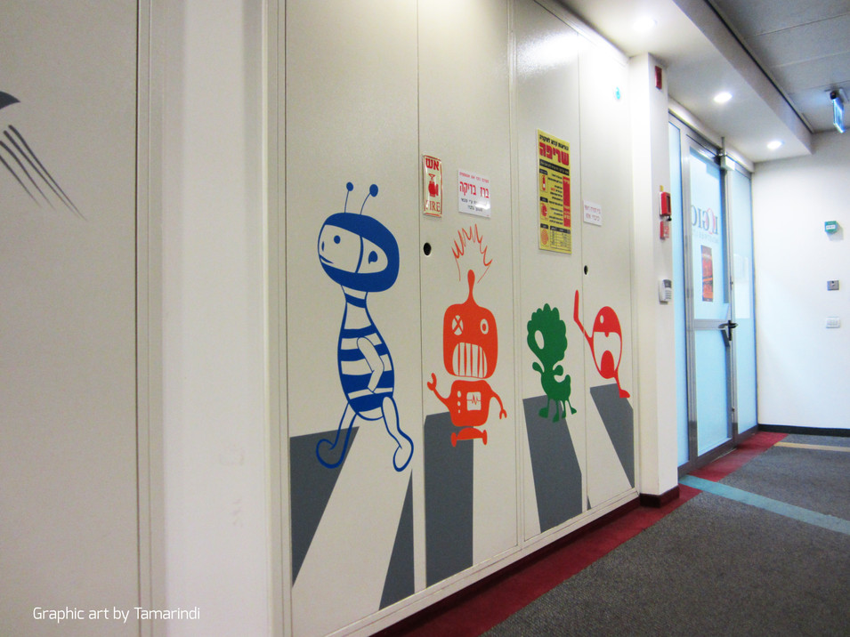 50 m' corridor with vaariations on the Beatles Abbay road cover מיתוג סביבת עבודה | מיתוג קירות | טפט למשרד