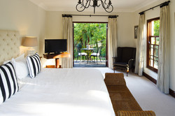IBIS-luxury-guesthouse-constantia-cape-town---2