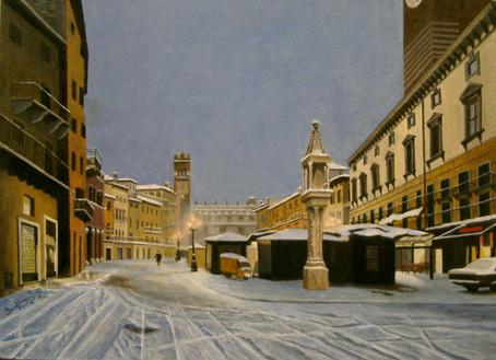 09) Verona, Piazza Erbe di sera con la neve
