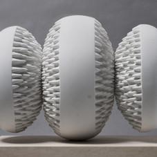 14_Attrazione magnetica, 2008 marmo bianco di Carrara, 45 x 67,5 x 32,5 cm (foto Ernani Orcorte)
