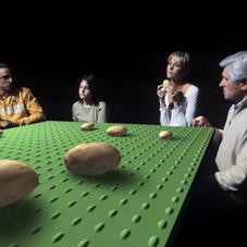 10_Tavolo verde (I Mangiatori di Patate), 2005, stampa lambda, 70 x 105 cm