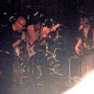 Horacio Gabin en la banda Los Apestosos invitado Luca Prodan