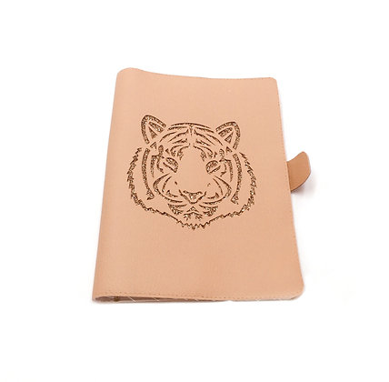 Protège carnet de santé Tigre en simili cuir beige