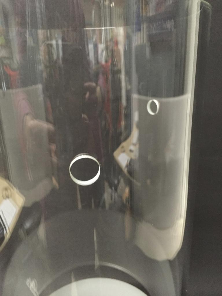 Glaszylinder mit Bohrungen