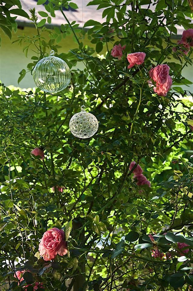 Lochkugel aus Glas