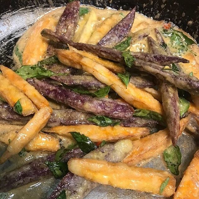 Happy Fryday! These aren't your average salted egg fries! Gotta try them yourselves!