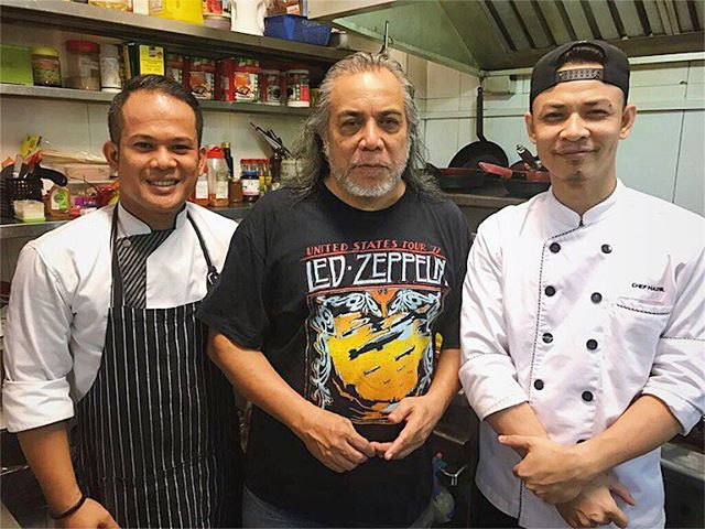 The Datuk is in da house! Eh i mean kitchen! Thank you Papa Rock Ramli Sarip for gracing our kitchen