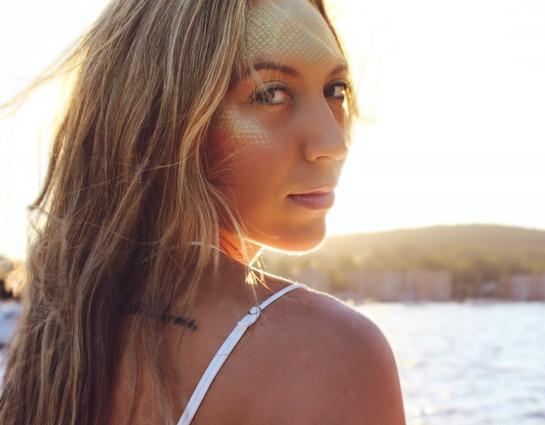 @hannah_banana25 for June's Mermaid Collab Photo: @mariannebphotography Makeup: @lipstickandmagictricks