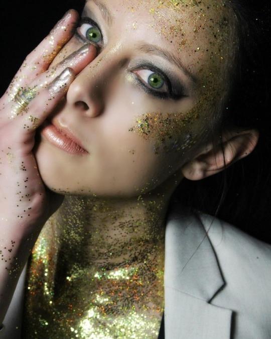 @daniellekwoka for March's Glitter Collab Photo: @mariannebphotography Makeup: @lipstickandmagictricks