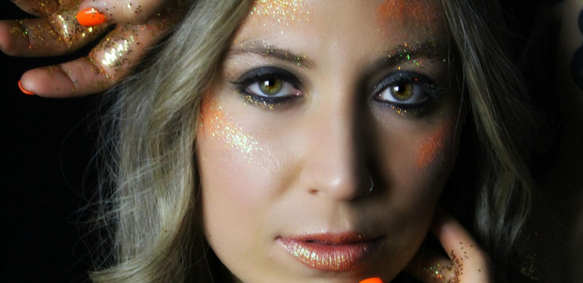 @hannah_banana25 for March's Glitter Collab Photo: @mariannebphotography Makeup: @lipstickandmagictricks
