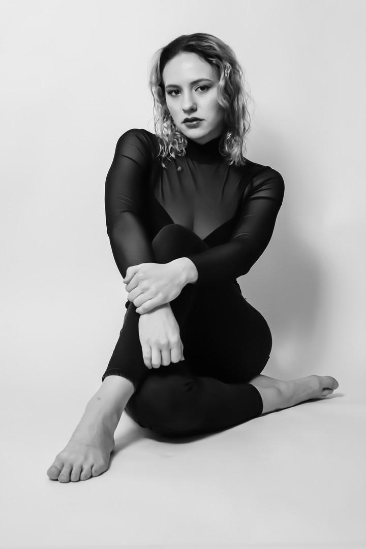 YOU-NIQUE / FEB 2021 Makeup: Lipstick & Magic Tricks Photo: Flint & Flower Photography Model: @rachelkordell