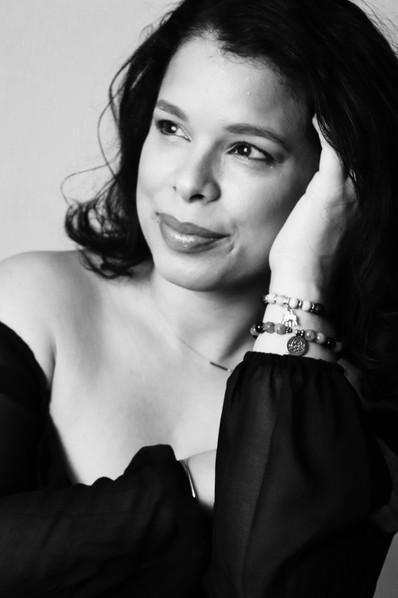 YOU-NIQUE / FEB 2021 Makeup: Lipstick & Magic Tricks Photo: Flint & Flower Photography Model: @mari_vega