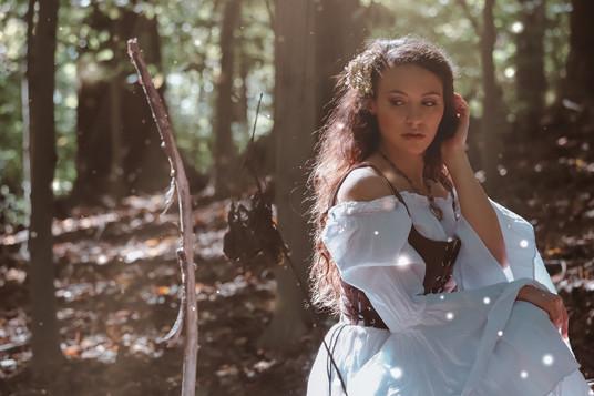INTO THE WOODS / OCT 2020 Makeup: Lipstick & Magic Tricks Photo: Flint & Flower Photography Model: @rachelkordell