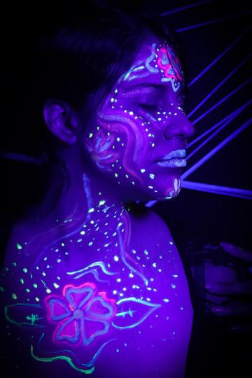 GLOW / MAR 2021 Makeup: Lipstick & Magic Tricks Photo: Flint & Flower Photography Model: @giselcostaaerials